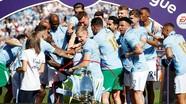 Cầu thủ Man City hất đổ Cup vô địch vì mải ăn mừng