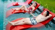 Nam diễn viên 'Về nhà đi con' khoe bạn gái nóng bỏng với bikini