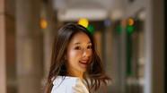 Vẻ đẹp 'quê mùa' đầy sang chảnh ngoài đời của Hồng Diễm khác trong phim