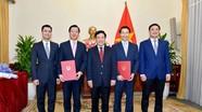 Trao quyết định bổ nhiệm Tổng lãnh sự Việt Nam tại Hong Kong và Đức