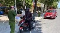 Nhiều người dân thành phố Vinh vẫn ra đường trong ngày nghỉ lễ
