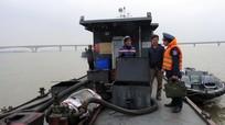 Cảnh sát biển bắt tàu chứa 25.000 lít dầu không hóa đơn, chứng từ