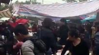 Nam thanh niên bị đánh gục trong lúc đi chùa