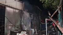 Mâu thuẫn gia đình, chồng đổ xăng đốt nhà khiến 3 người bỏng nặng