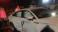 2 xe máy tông xế hộp Audi lúc rạng sáng, 4 người thương vong