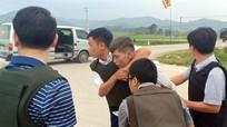 Cả trăm cảnh sát vây nhóm nghi buôn ma túy, ôm súng cố thủ trong ôtô
