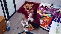 Xôn xao clip giúp việc bạo hành cháu bé 2 tuổi