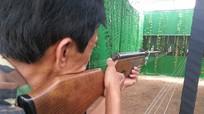 Bị đạn chì găm vào người khi đang làm đồng