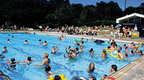 Bể bơi công cộng chứa 60 lít nước tiểu
