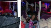 Xe khách 46 chỗ nhồi nhét 99 công nhân Nghệ An từ Bình Dương về quê ăn Tết