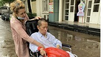 Người vợ Ukraine 20 năm ở Việt Nam chăm chồng đột quỵ