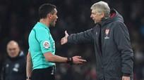 """Wenger: """"Trọng tài ở Ngoại hạng Anh mắc kẹt ở thời kỳ đen tối"""""""