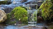Uống nước suối chưa qua xử lý tiềm ẩn nhiều nguy cơ