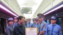 Khen thưởng nhân viên đường sắt đỡ đẻ cho sản phụ trên tàu SE6