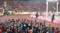 Người hâm mộ cuồng nhiệt chào đón cầu thủ U23 tại sân Mỹ Đình