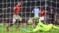 """Sanchez ghi bàn đầu tiên giúp Man Utd thắng """"trận đấu vật"""""""