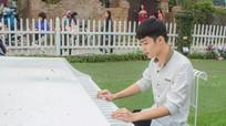 Chàng công an điển trai khiến cư dân mạng xôn xao khi đứng làm nhiệm vụ ở sân bay Vinh