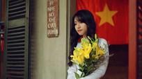 Cảm động cô gái Nghệ An xinh đẹp giúp đỡ cụ bà ăn xin