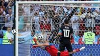 Cầu thủ Ghana đòi lại kỷ lục từ Ronaldo; Thủ môn Iceland tiết lộ bí quyết hạ Messi