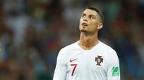 """Bồ Đào Nha """"thua đau"""" Uruguay, Ronaldo vẫn san bằng kỷ lục thế giới"""