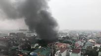 Cháy kho lốp trên đường Nguyễn Trãi (TP. Vinh)