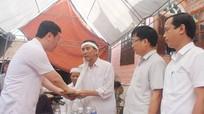 Video: Chủ tịch UBND tỉnh Nghệ An thăm hỏi, động viên gia đình sinh viên quên mình cứu bạn