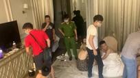 Video: Công an bắt quả tang nhóm thanh niên thuê biệt thự 'mở tiệc' ma túy