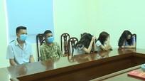 Bắt 'nóng' nhóm thanh niên 'b.ay l.ắc' trong khách sạn ở Nghệ An giữa mùa dịch