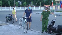 Đi bộ, tập thể dục nơi công cộng giữa 'mùa dịch', hàng chục người bị phạt vi phạm Chỉ thị 16