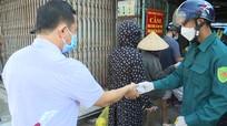 Quá tải tại chợ Quán Lau (TP. Vinh), ban quản lý phải đóng cửa chợ 30' để ổn định tình hình
