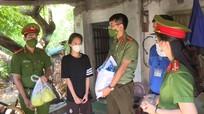 Công an Nghệ An hỗ trợ thực phẩm thiết yếu cho hộ gia đình khó khăn trên địa bàn TP Vinh