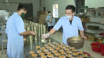 Bộ đội Quân khu 4 cấp tốc sản xuất hơn 10.000 hộp thịt, cá gửi vào hỗ trợ đồng bào miền Nam