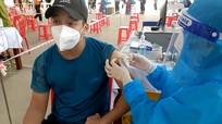Video: Tiêm vắc xin cho tiểu thương và ban quản lý các khu chợ để sớm mở cửa chợ dân sinh