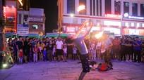 Múa lửa tại phố đêm Cao Thắng