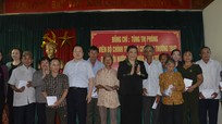 Đồng chí Tòng Thị Phóng thăm, tặng quà các gia đình chính sách tại Nam Đàn, Đô Lương