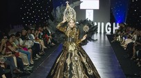 Nam Anh diện váy ánh kim nặng nửa tạ