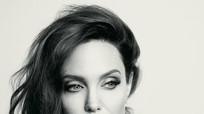 Angelina Jolie quyến rũ hút hồn bất chấp tuổi tác