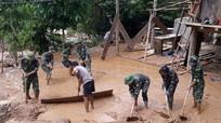 Quân và dân Nghệ An chung tay khắc phục hậu quả mưa lũ