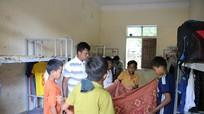 Hàng trăm học sinh ở Nghệ An đối mặt với nguy cơ thiếu đói vì sạt lở đất cô lập