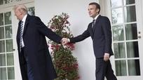 Thế áp đảo của Trump trong ngôn ngữ cơ thể với Macron