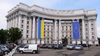 Ukraine: Xe buýt đi dự kỷ niệm Ngày Chiến thắng bị ném đá