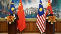 Ngoại trưởng Malaysia gọi người đồng cấp Trung Quốc là 'anh trai'