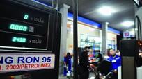 Thủ tướng yêu cầu tính lại thuế, phí với xăng dầu