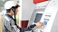 Yêu cầu 4 ngân hàng lớn báo cáo việc 'bắt tay' tăng phí ATM