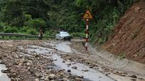 Mưa lớn gây sạt lở Quốc lộ 7A ở miền Tây Nghệ An