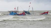 Thợ lặn đã tiếp cận được tàu cá ngư dân Nghệ An chìm trên biển Quảng Bình