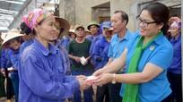 Trao 11 triệu đồng hỗ trợ 'Tuần lễ giải nhiệt mùa hè' cho công nhân