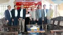 Trao 50 triệu đồng hỗ trợ xây nhà tình nghĩa cho thân nhân liệt sỹ ở Hoàng Mai