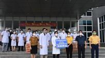 Lãnh đạo Ủy ban Mặt trận Tổ quốc tỉnh thăm, động viên y bác sỹ trên tuyến đầu chống dịch