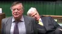 Nghị sĩ Anh ngủ gật giữa phiên tranh luận về Brexit